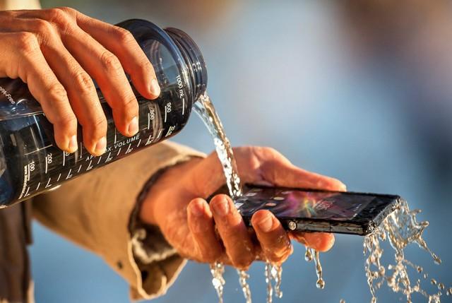 Sony-Xperia-Z1-agua