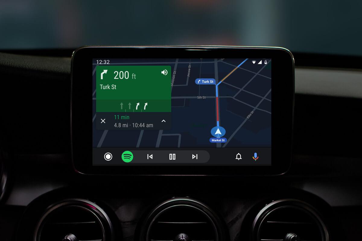 Estudo afirma que sistemas como Android Auto causam distração ao dirigir