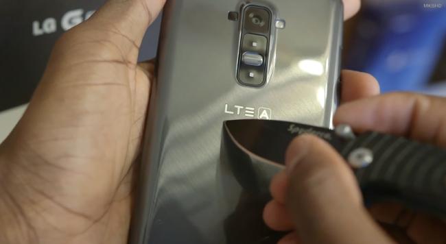 Veja a tampa traseira do LG G Flex se curar após um arranhão | Google Discovery