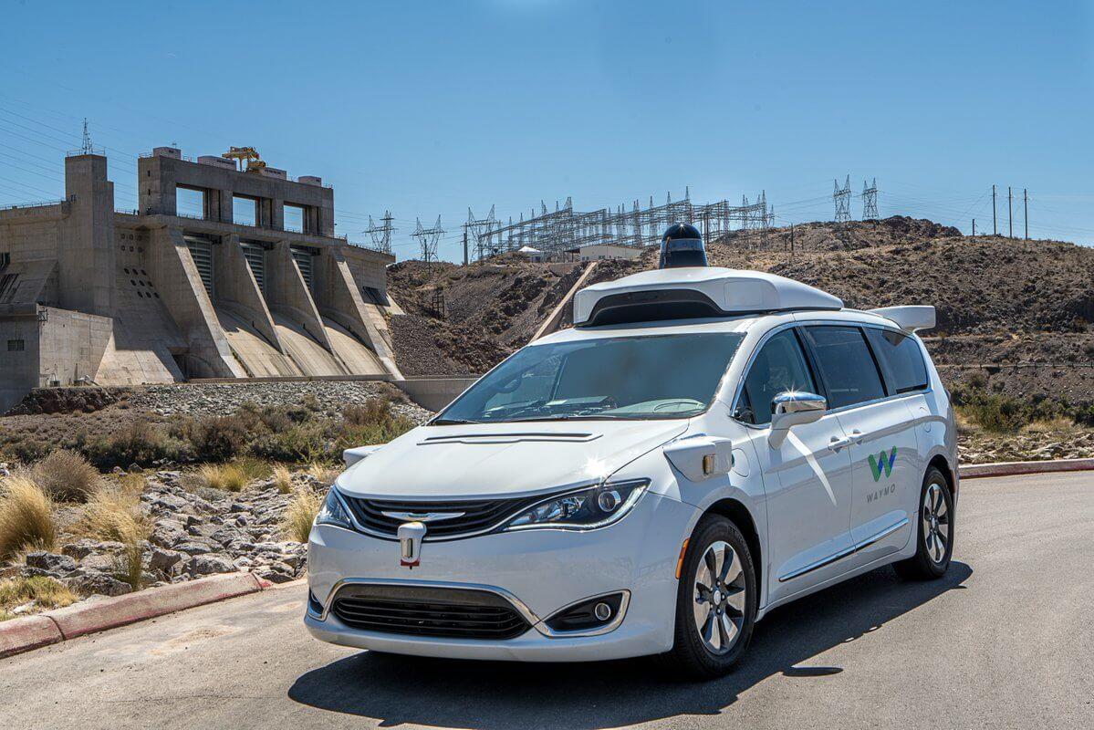 Waymo começa a testar carros autônomos em via pública sem ninguém ao volante